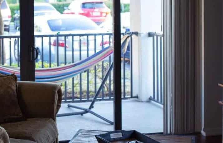 Comment installer porte coulissante sur ancienne porte