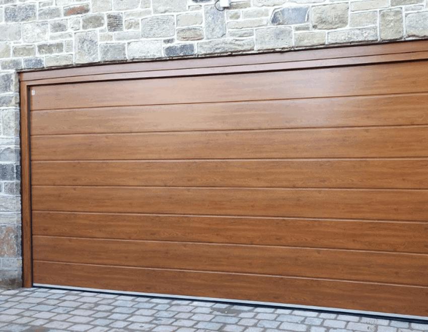 Comment poser une porte de garage sectionnelle motorisée