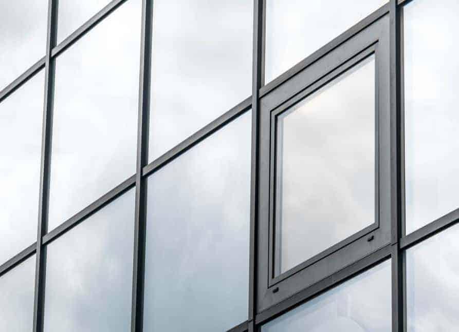 Réglage porte fenêtre PVC qui frotte en bas